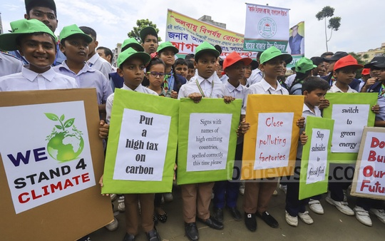 Students hold placards calling for action to reduce carbon emissions as part of a campaign on climate change at the Boishakhi playground in the capital's Rayerbazar on Saturday. Photo: Asif Mahmud Ove