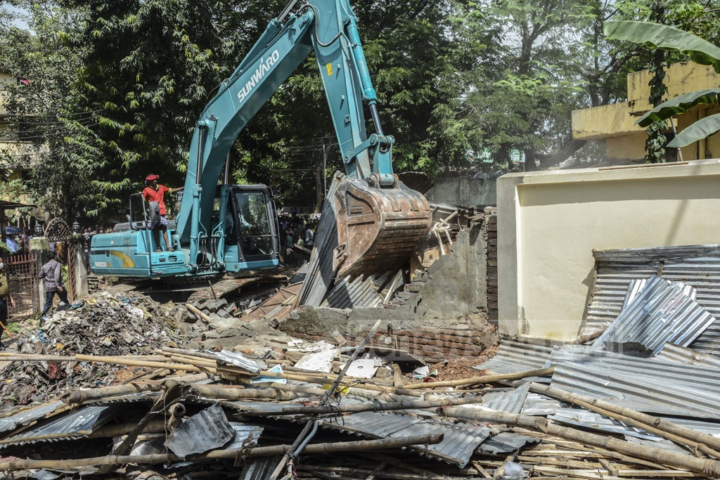 A drive launched by Bangladesh Railway Police is underway to demolish illegal settlements at the Shahjahanpur Railway Colony in Dhaka on Tuesday.