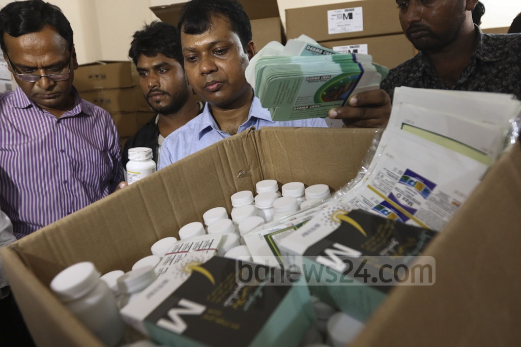 A Rapid Action Battalion court conducting a raid led by Executive Magistrate Sarwoer Alam on the warehouse of pharmaceuticals company Sylvan Trading in the capital's Hatirpool on Tuesday. Photo: Mahmud Zaman Ovi