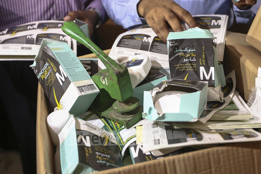 A Rapid Action Battalion mobile court has found various containers of expired medicines and devices to stamp dates on packages at the warehouse of Sylvan Trading pharmaceutical company in the capital's Hatirpool on Tuesday. Photo: Mahmud Zaman Ovi