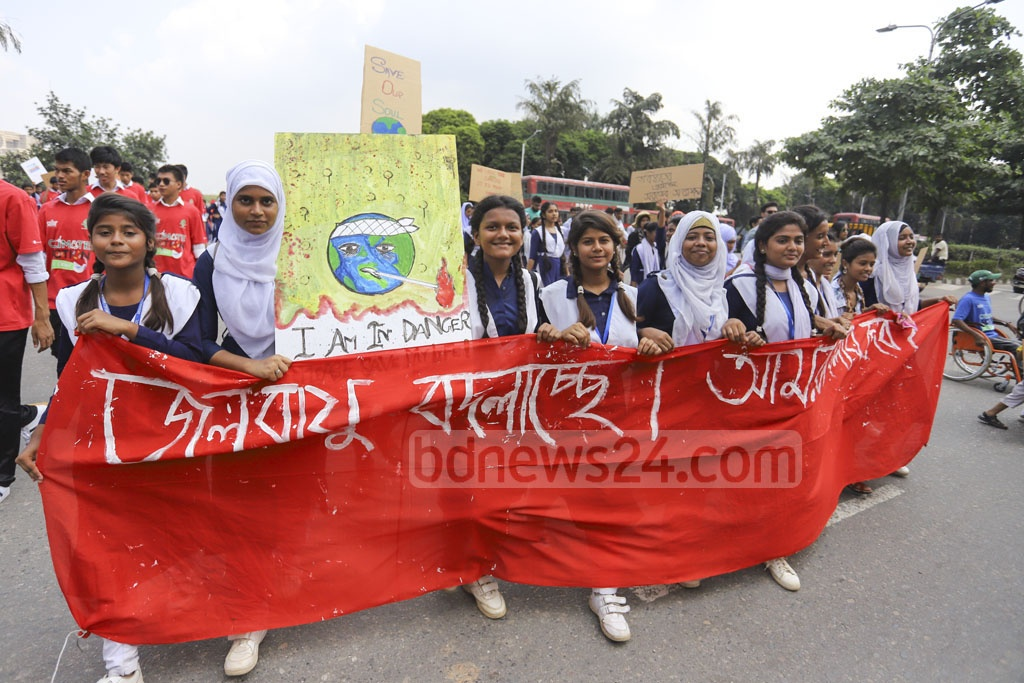 Thousands of students demonstrated in Dhaka's parliament complex on Friday as part of global protests demanding action to save the planet from adverse effects of climate change. Photo: Asif Mahmud Ove