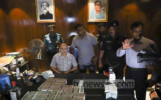 The Rapid Action Battalion seizes about Tk 20 million in cash, Tk 1.75 billion worth of savings, alcohol and firearms in a Friday raid on the business owned by GK Shamim, who identified himself as a Jubo League leader. Photo: Abdullah Al Momin