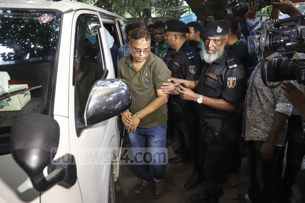 RAB handing over custody of one of the seven bodyguards of Jubo League leader GK Shamim to Gulshan Police on Saturday following their arrest in a raid as part of the government's crackdown of illegal gambling establishments. Photo: Abdullah Al Momin