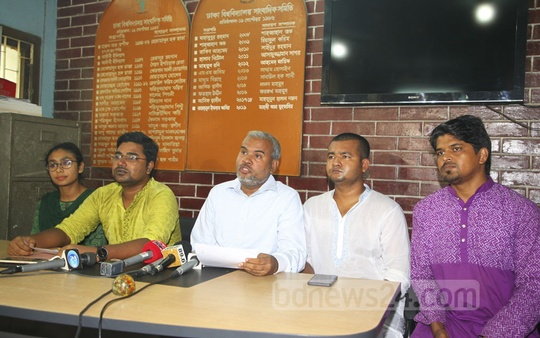 Muktijuddho Moncho addressing a media briefing on the chairman of Jubo League at the Dhaka University Journalists' Association offices on Saturday.