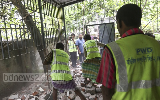 The public works department demolishes illegal structures in front of the AGB Colony in Dhaka on Monday. Photo: Mahmud Zaman Ovi