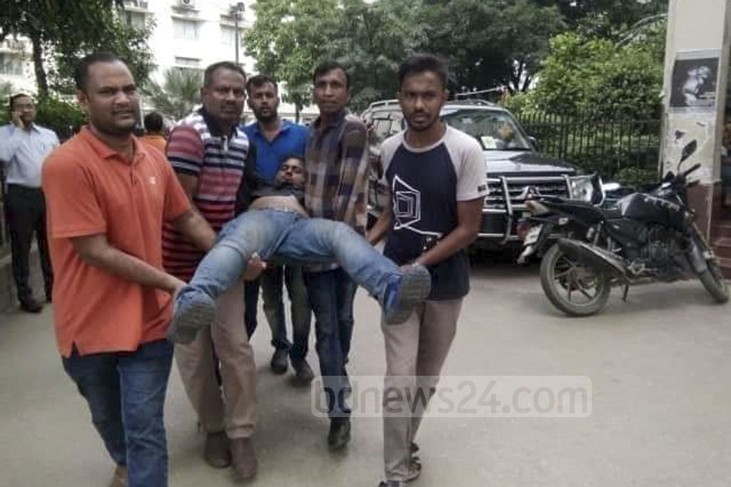 An activist of Jatiyatabadi Chhatra Dal, who was injured in attacks by the Bangladesh Chhatra League on the Dhaka University campus, is taken to the Dhaka Medical College Hospital on Monday.