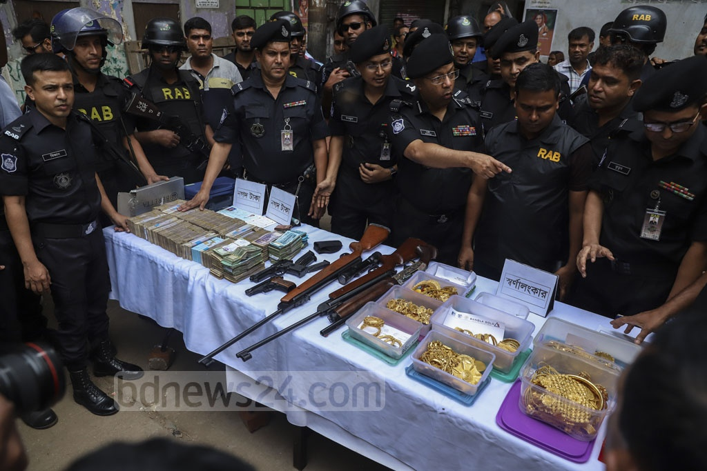 The Rapid Action Battalion seized about Tk 50 million in cash, 8kg of gold and six firearms in raids on the residences of local Awami League leaders Enamul Haque, Rupon Bhuiyan, one of their friends and an employee in Dhaka's Gandaria on Tuesday as the law enforcers widened their crackdown on gambling. Enamul is a shareholder of the Wanderers Club, in which RAB found an illegal casino last week. Photo: Abdullah Al Momin