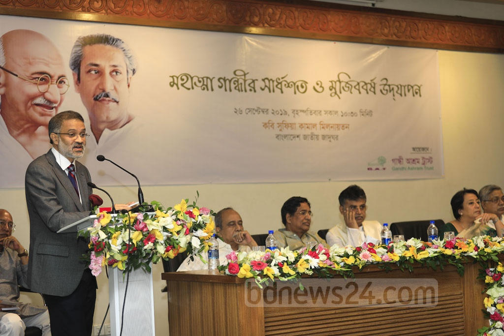 bdnews24.com Editor-in-Chief Toufique Imrose Khalidi said the influence of Gandhi and Bangabandhu is evident in the ongoing climate protests at the event. Photo: Mostafigur Rahman