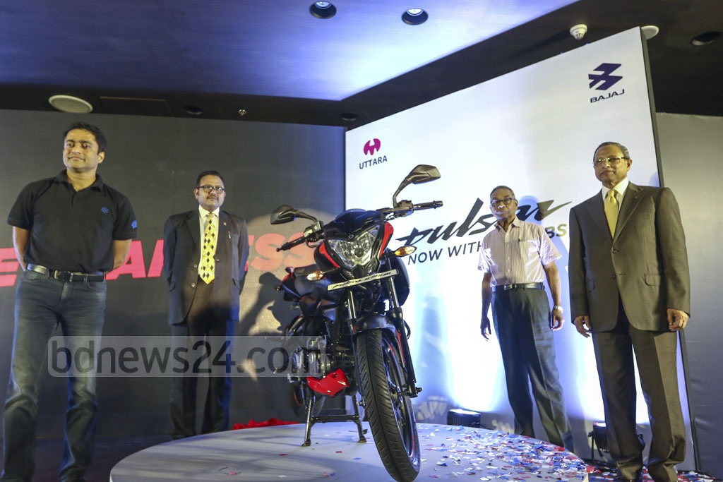 Uttara Motors launched Indian automaker Bajaj's Pulsar NS160 motorcycle with fuel injection or Fi and anti-lock braking system or ABS at a Dhaka hotel on Sunday. Photo: Mahmud Zaman Ovi
