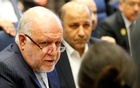 FILE PHOTO: Iran's Oil Minister Bijan Zanganeh talks to journalists at the beginning of an OPEC meeting in Vienna, Austria Dec 6, 2018. REUTERS/Leonhard Foeger/File Photo