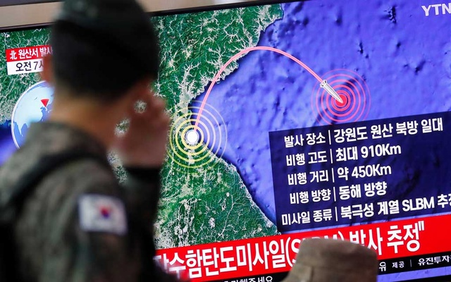 A South Korean soldier walks past a TV broadcasting a news report on North Korea firing a missile that is believed to be launched from a submarine, in Seoul, South Korea, Oct 2, 2019. REUTERS