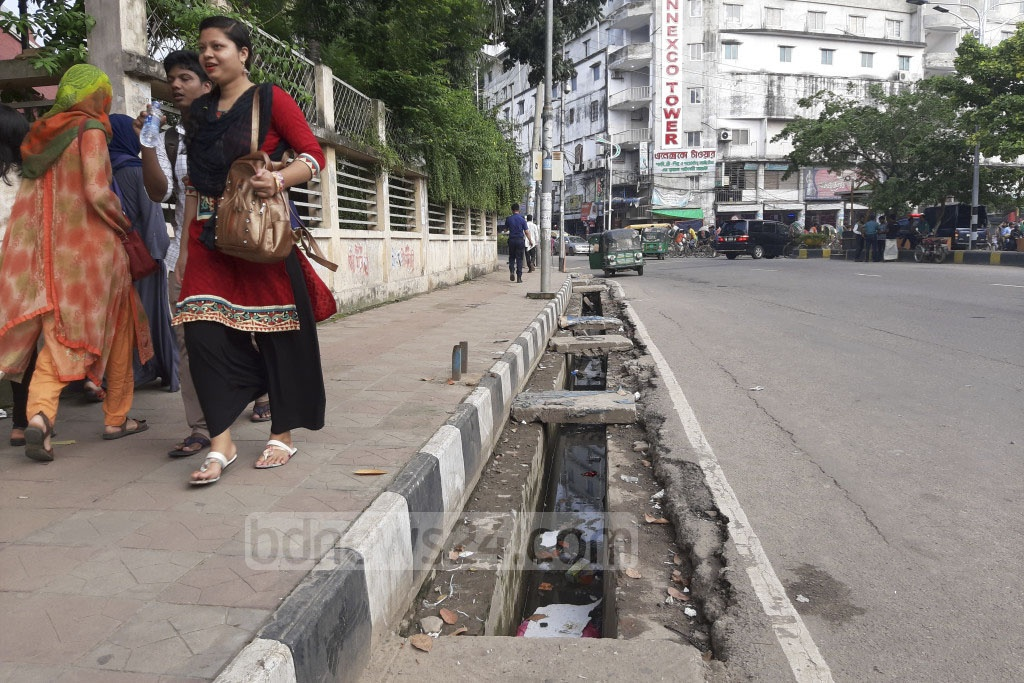 This uncovered drain poses a serious threat to the safety of pedestrians when the street at Fulbaria in Dhaka goes under water after rains. Photo: Abdullah Al Momin