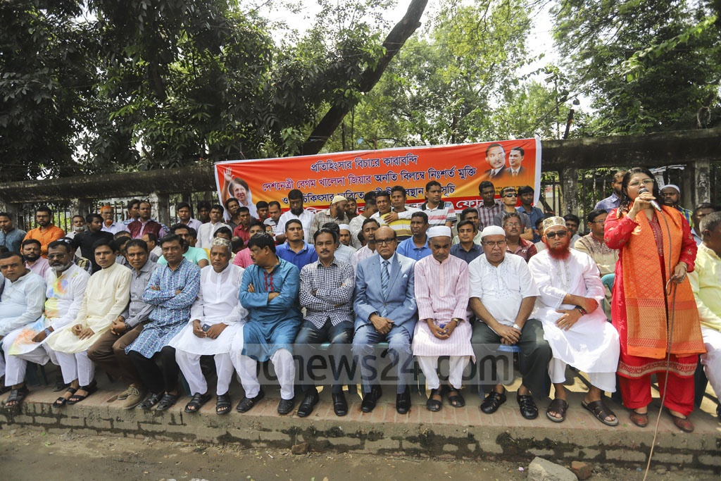 Nagorik Odhikar Andolan Forum stages a sit-in in front of the National Press Club on Friday demanding the unconditional release and treatment of jailed BNP chief Khaleda Zia. Photo: Asif Mahmud Ove