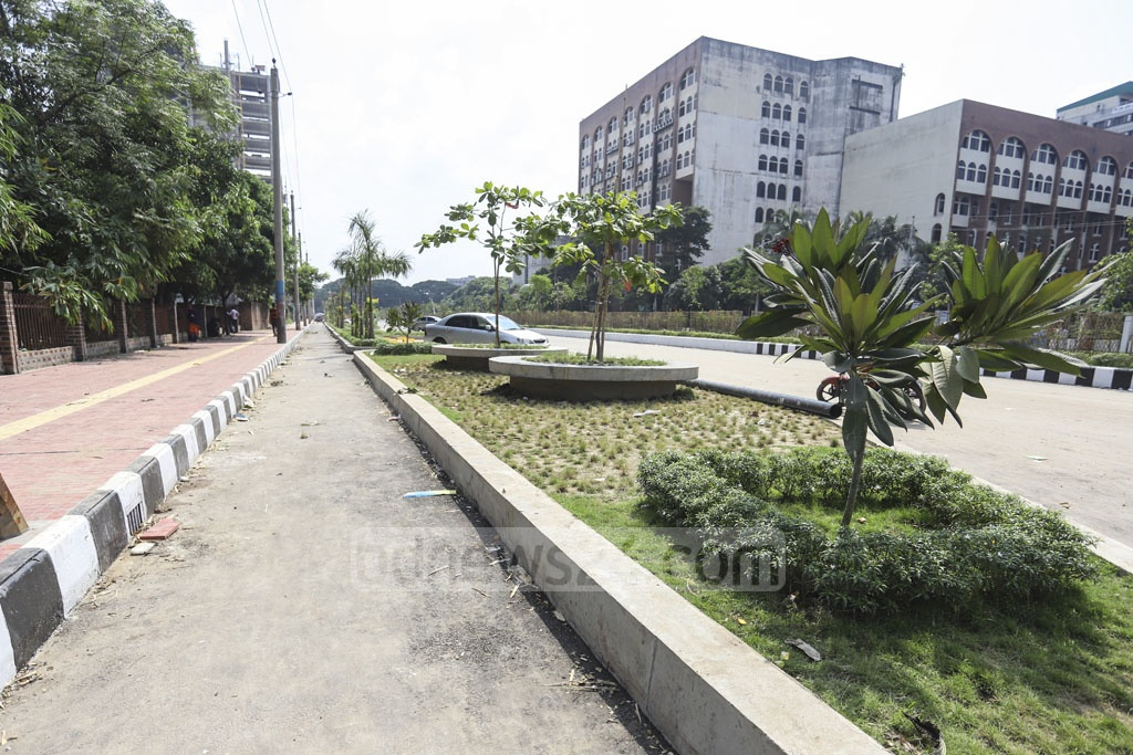 Dhaka North City Corporation has built wide sidewalks, separate bicycle lanes and parking space on both sides of the street in Dhaka's Agargaon. Photo: Asif Mahmud Ove