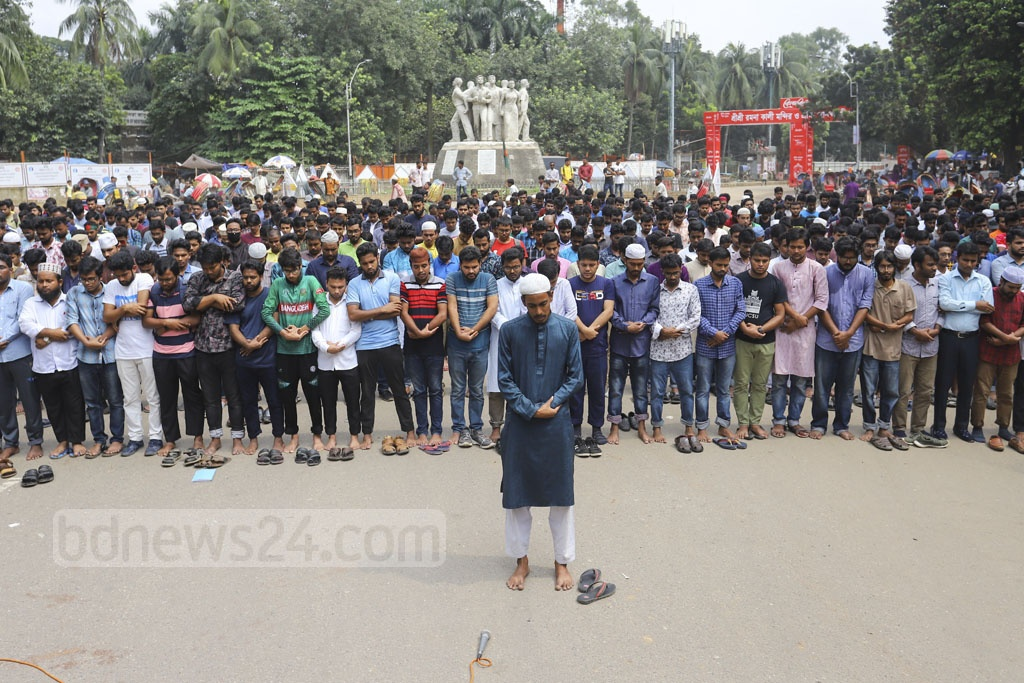 Students hold funeral prayers in absence of the body in front of the Raju Memorial Sculpture at the Dhaka University campus on Tuesday to protest the murder of Abrar Fahad, a student of Bangladesh University of Engineering and Technology (BUET), who was allegedly bludgeoned with blunt objects by BCL men. Photo: Asif Mahmud Ove