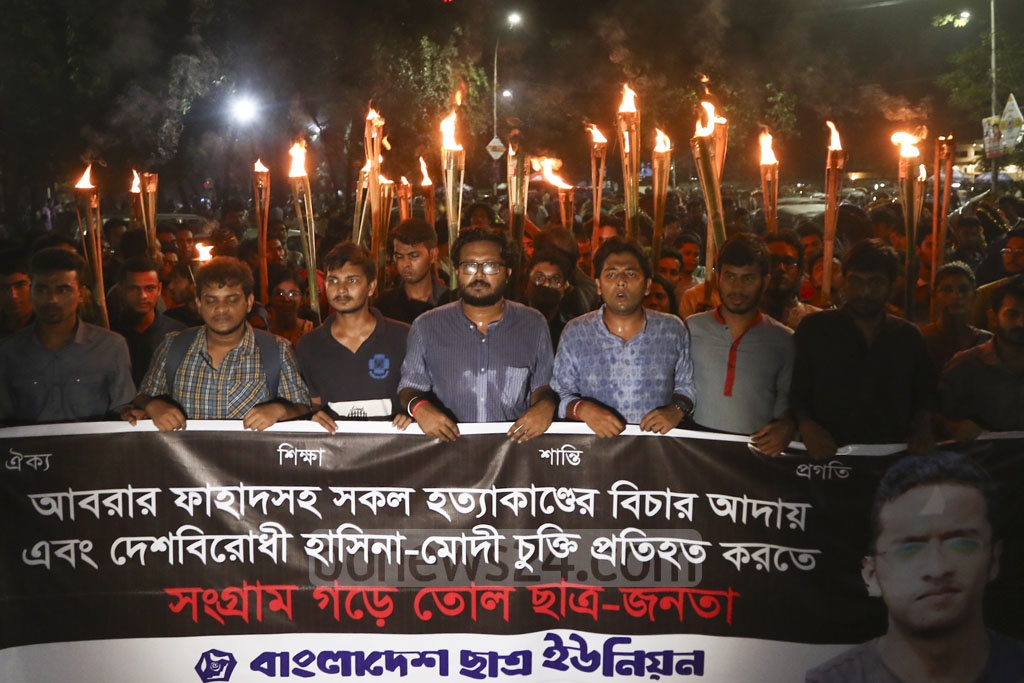 Bangladesh Students' Union took out a torch procession from Dhaka University to BUET on Tuesday evening demanding justice for the murder of BUET student Abrar Fahad. Photo: Mahmud Zaman Ovi