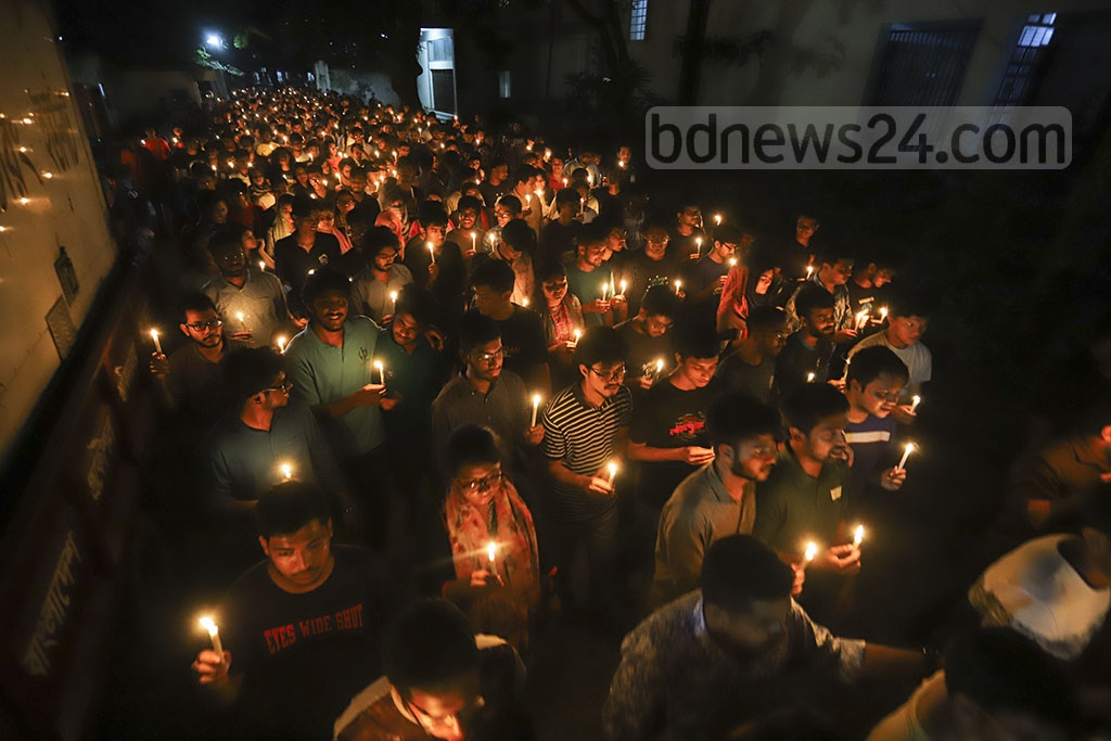 Students took out a procession carrying lit-up candles on the BUET campus in Dhaka on Wednesday remembering their slain peer Abrar Fahad. Photo: Asif Mahmud Ove