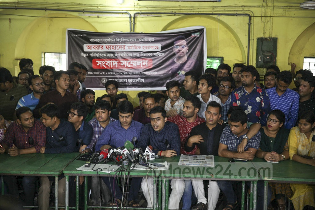 Leaders and activists of Bangladesh Chhatra League hold a media briefing at the Madhu's Canteen on the Dhaka University campus on Wednesday demanding justice for the murder of BEUT student Abrar Hossain in a residential hall allegedly by Bangladesh Chhatra League adherents. Photo: Asif Mahmud Ove