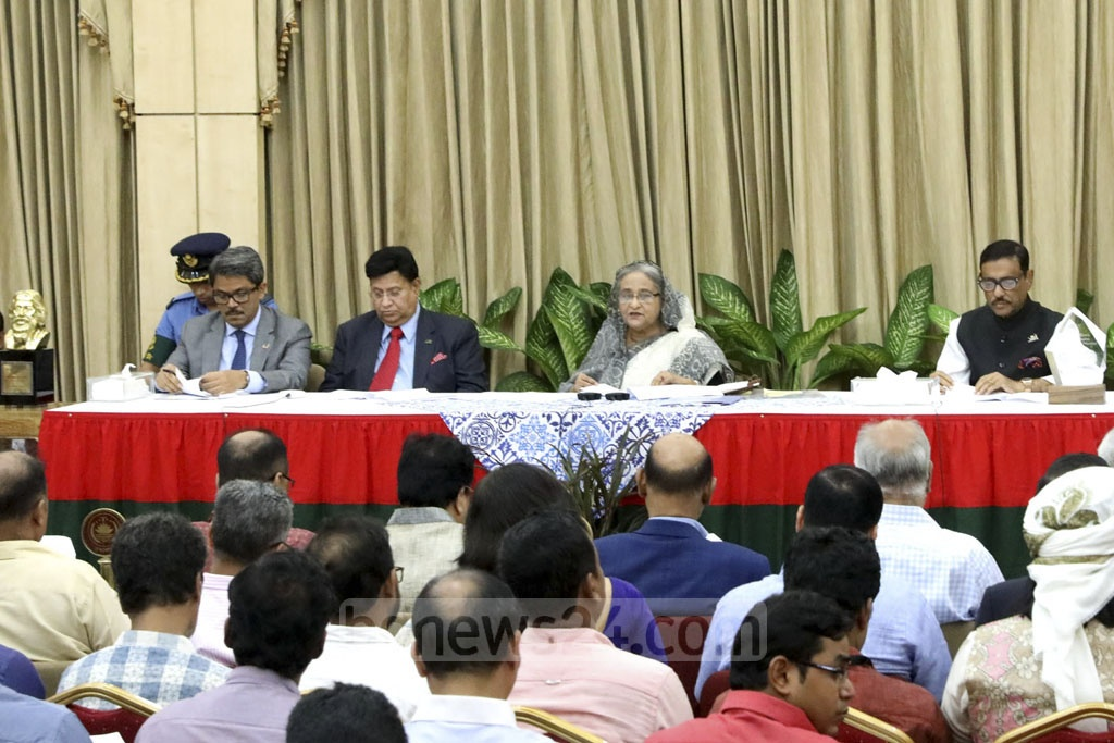 Prime Minister Sheikh Hasina briefing the journalists about her recent visits to the United Sates and India at the Ganabhaban on Wednesday. Photo: Yeasin Kabir Joy