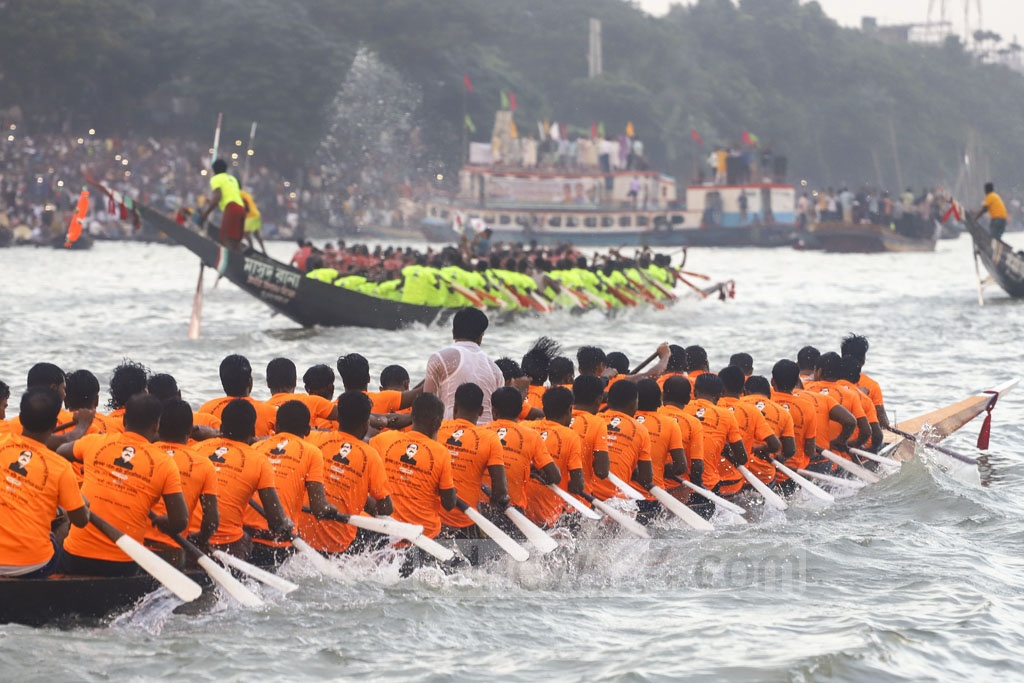 A local ward councillor organised a boat race in the Buriganga river in Dhaka on Friday to celebrate the centenary of Bangabandhu Sheikh Mujibur Rahman, which will fall next year. Photo: Asif Mahmud Ove