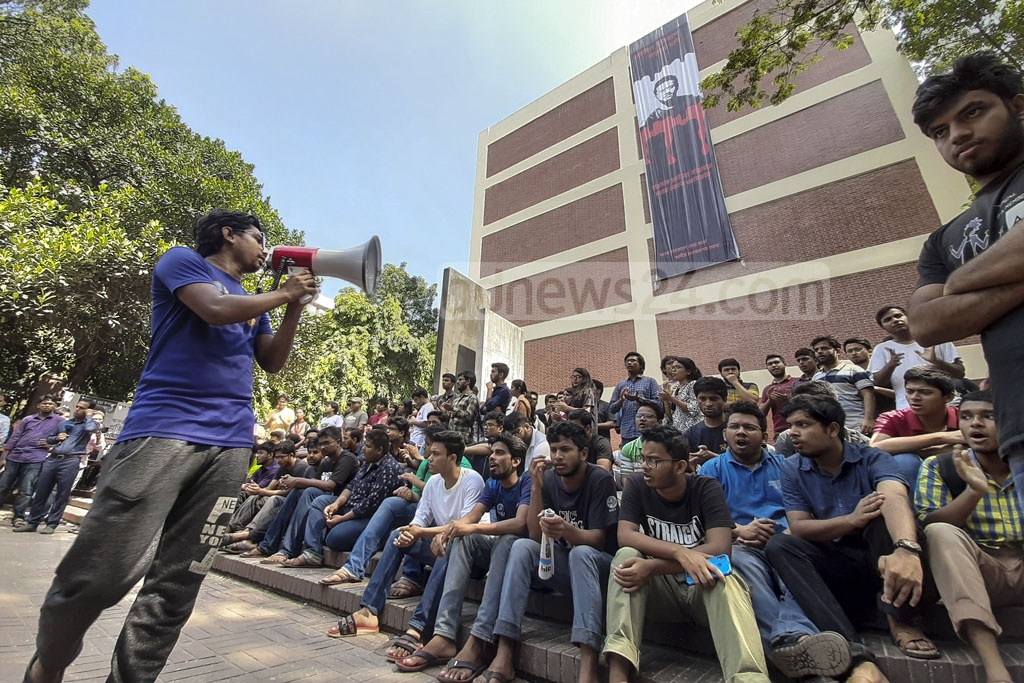 Disgruntled students of BUET resume protests on the campus over the murder of their peer Abrar Fahad for a sixth straight day on Saturday. Photo: Abdullah Al Momin