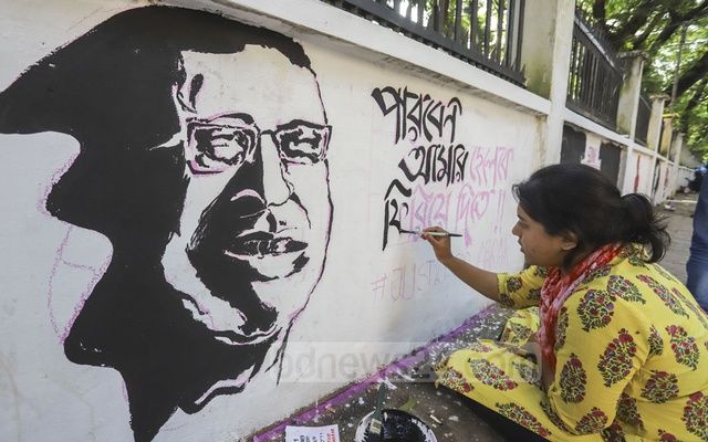 An Abrar Fahad murder protester painting graffiti on the BUET campus on Saturday. Photo: Asif Mahmud Ove