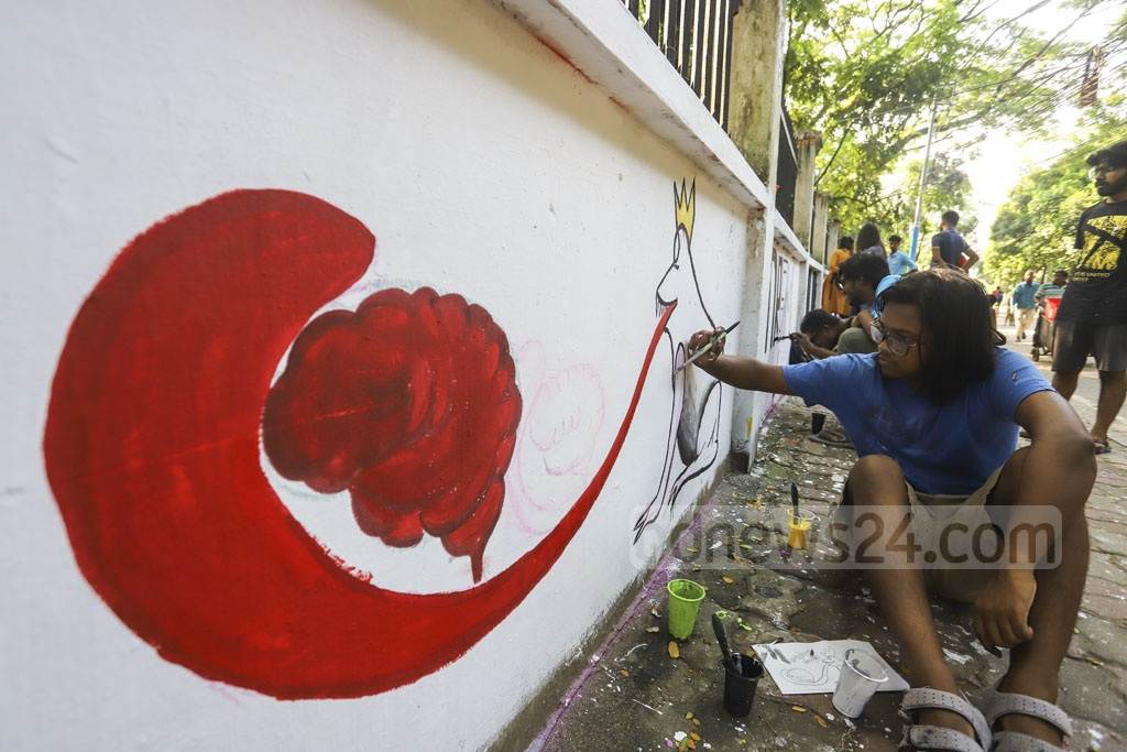 Abrar Fahad murder protesters painting graffiti on the BUET campus on Saturday. Photo: Asif Mahmud Ove