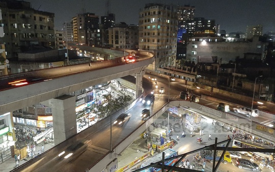 Lights on Moghbazar-Mouchak flyover are yet to be lit up on Sunday two years after the structure opened. Photo: Abdullah Al Momin