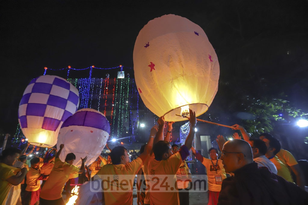 Buddhist devotees releasing sky lanterns into the sky on the occasion of Probarona Purnima at the International Vihara in Dhaka's Merul Badda on Sunday. Photo: Asif Mahmud Ove