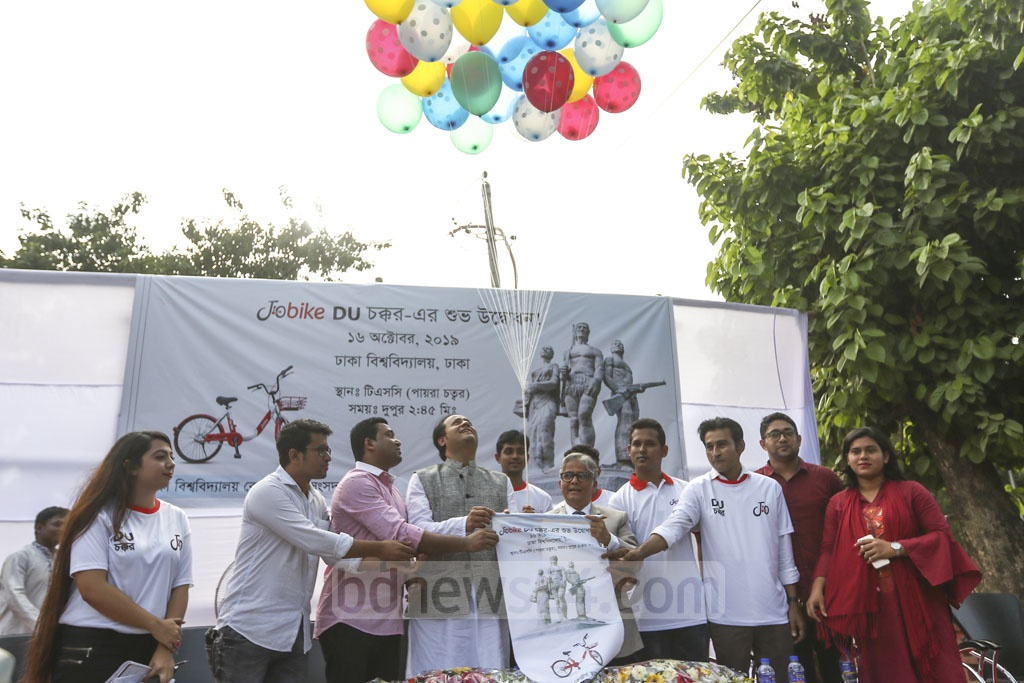 Deputy Education Minister Mohibul Hassan Chowdhoury Nowfel, Dhaka University Vice-Chancellor Md Akhtaruzzaman, DUCSU Vice-President Nurul Haque Nur, and General Secretary Golam Rabbani inaugurating app-based bicycle-sharing service JoBike on the campus on Wednesday. Photo: Mahmud Zaman Ovi