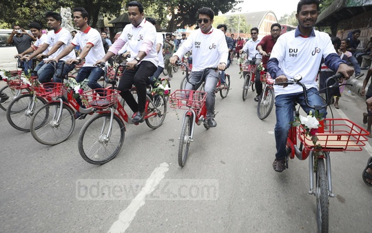DUCSU Vice-President Nurul Haque Nur and General Secretary Golam Rabbani and others riding bicycles after inaugurating app-based bicycle-sharing service JoBike on the campus on Wednesday. Photo: Mahmud Zaman Ovi