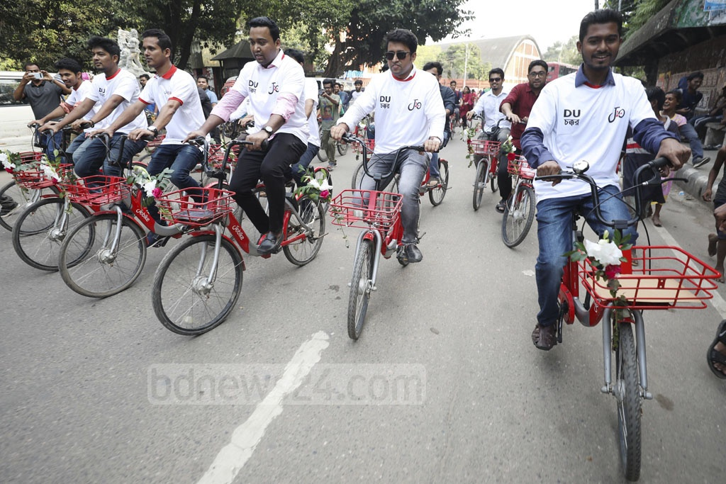 DUCSU Vice-President Nurul Haque Nur and General Secretry Golam Rabbani and others riding bicycles after inaugurating app-based bicycle-sharing service JoBike on the campus on Wednesday. Photo: Mahmud Zaman Ovi