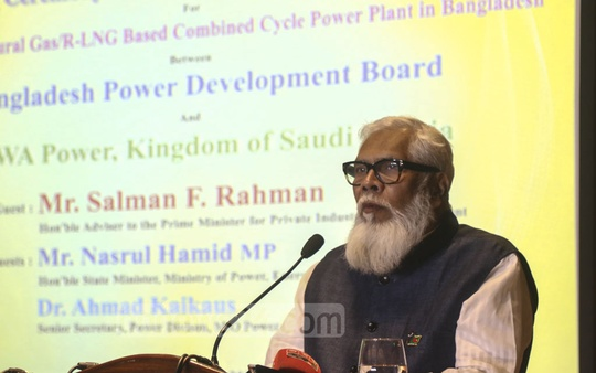 Prime Minister's Adviser for Private Industry and Investment Salman F Rahman speaking at an event at a Dhaka hotel on Thursday marking the signing of an MoU between Bangladesh Power Development Board and Saudi Arabian firm ACWA Power for a 3,600MW power plant. Photo: Mahmud Zaman Ovi