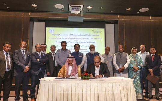 Bangladesh Power Development Board signed a Memorandum of Understanding with Saudi Arabian firm ACWA Power at a Dhaka hotel on Thursday for a 36,000MW gas-run power plant. Photo: Mahmud Zaman Ovi