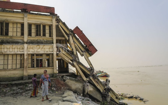 Erosion of the Meghna river banks destroyed hundreds of homes, educational institutions and other structures at Char Falkon union in Laxmipur's Kamalnagar Upazila in past few months. Photo: Mostafigur Rahman