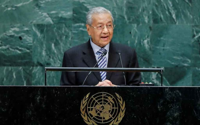FILE PHOTO: Malaysian Prime Minister Mahathir Mohamad addresses the 74th session of the United Nations General Assembly at UN headquarters in New York City, New York, US, Sep 27, 2019. REUTERS/Eduardo Munoz