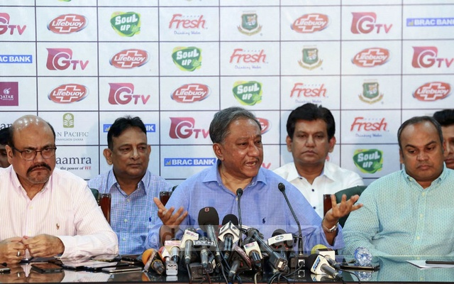 Bangladesh Cricket Board President Nazmul Hassan briefing the media after an emergency meeting over players' strike for a pay hike at the Sher-e-Bangla National Cricket Stadium in Dhaka on Tuesday.