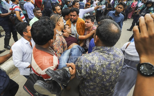 Police charged baton on protesters holding a pre-scheduled rally organised by the Bangladesh Primary Teachers' Association at the Central Shaheed Minar in Dhaka on Wednesday demanding an end to pay disparity. A man was taken to hospital after being injured during the police action. Photo: Asif Mahmud Ove
