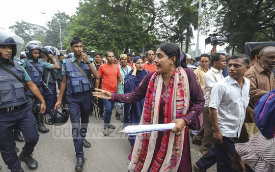 Police forced the protesters to move while they were holding a pre-scheduled rally organised by the Bangladesh Primary Teachers' Association at the Central Shaheed Minar in Dhaka on Wednesday demanding an end to pay gap. Photo: Asif Mahmud Ove