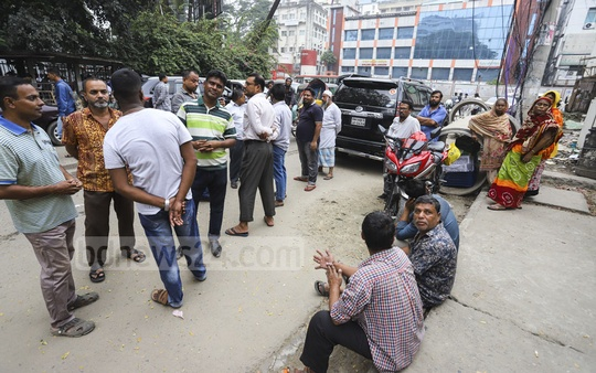 People wait in queue in front of the TCB sale trucks near the Secretariat in Dhaka to purchase onion at lower price on Wednesday. Photo: Asif Mahmud Ove