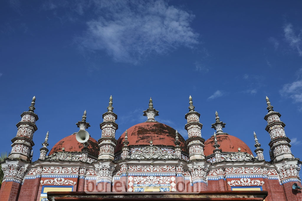It is arranged with eight minarets on the back and front, and several others in the middle. Photo: Mostafigur Rahman