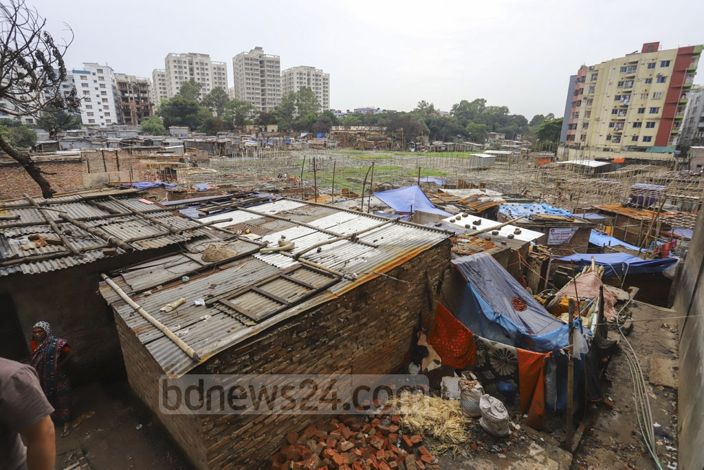 Slum-dwellers have put up tents and makeshift shacks where their homes once stood. Photo: Asif Mahmud Ove