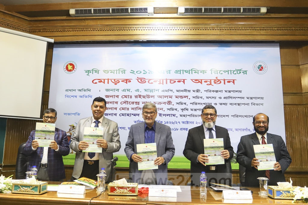 Planning Minister MA Mannan unveils an agricultural census report at the Bangladesh Statistics Bureau auditorium in the capital's Agargaon on Sunday. Photo: Asif Mahmud Ove