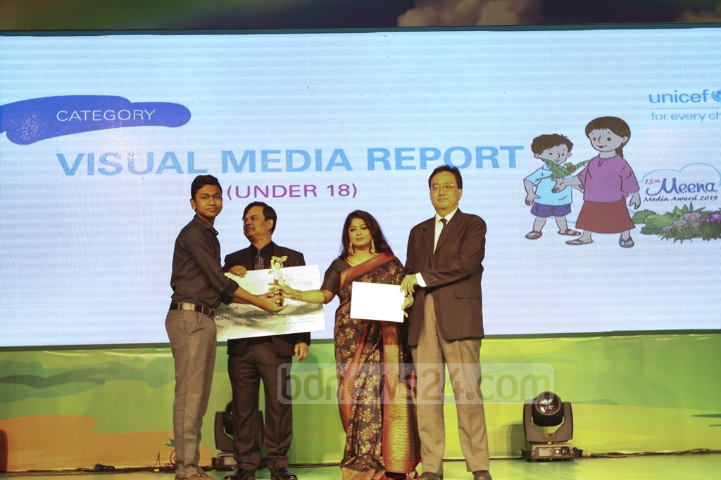 Nibir Saha, a child journalist of monglanews24.com's Hello, receiving the award after winning the third place in under-18 visual media report category at a ceremony organised at Sonargaon Hotel on Sunday. Photo: Mahmud Zaman Ovi
