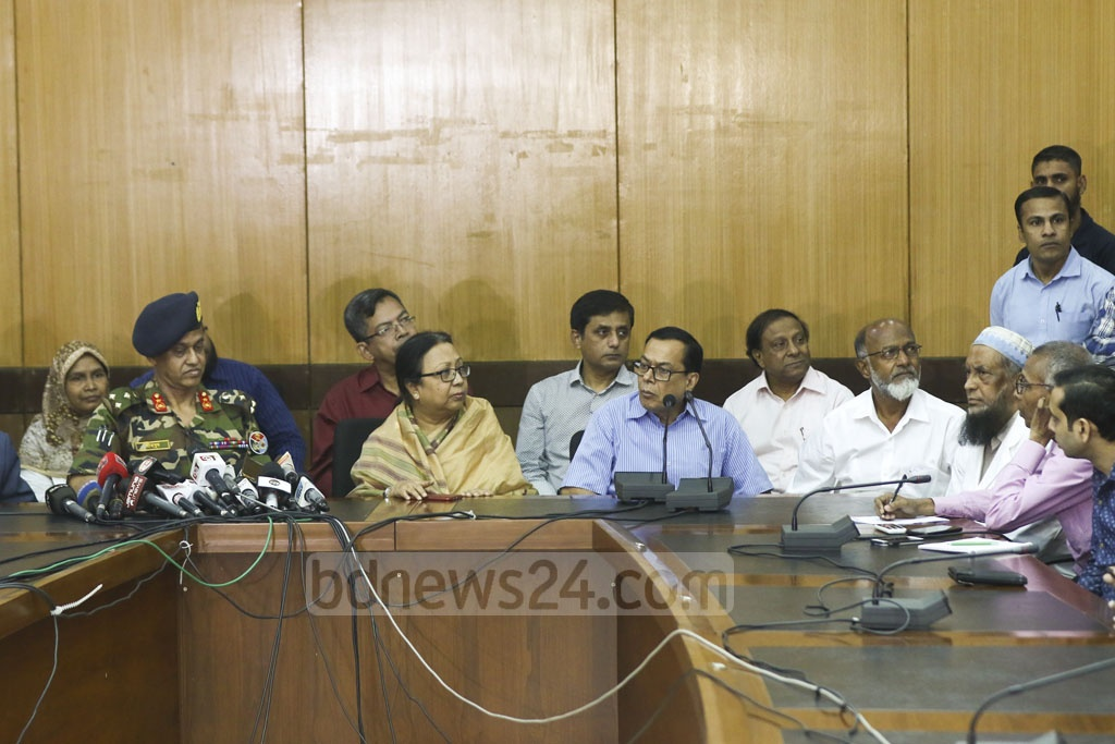 Prof Md Zilan Miah Sarker, dean of BSMMU's Department of Medicine, and Prof Md Farid Uddin, Head of BSMMU's Endocrinology Department, brief the media on the health of BNP Chairperson Khaleda Zia at the hospital on Monday. Photo: Mahmud Zaman Ovi