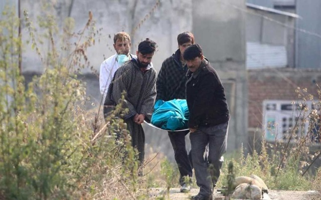 People carry the body of a labourer, who was killed by unidentified gunmen on Tuesday, after the post-mortem examination at a hospital in south Kashmir's Kulgam district Oct 30, 2019. REUTERS
