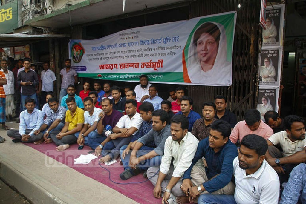 Leaders and activists of BNP's student wing Jatiyatabadi Chhatra Dal stage an indefinite hunger strike to press home various demands, including release of Khaleda Zia, in front of the party headquarters in the capital's Naya Paltan on Wednesday.