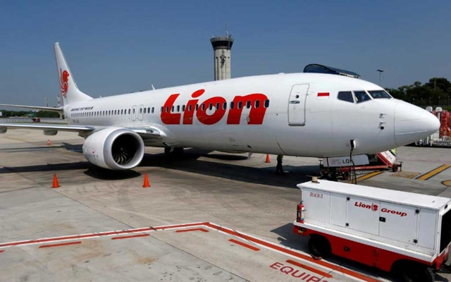FILE PHOTO: Lion Air's Boeing 737 Max 8 airplane is parked on the tarmac of Soekarno Hatta International airport near Jakarta, Indonesia, Mar 15, 2019. REUTERS/Willy Kurniawan/File Photo