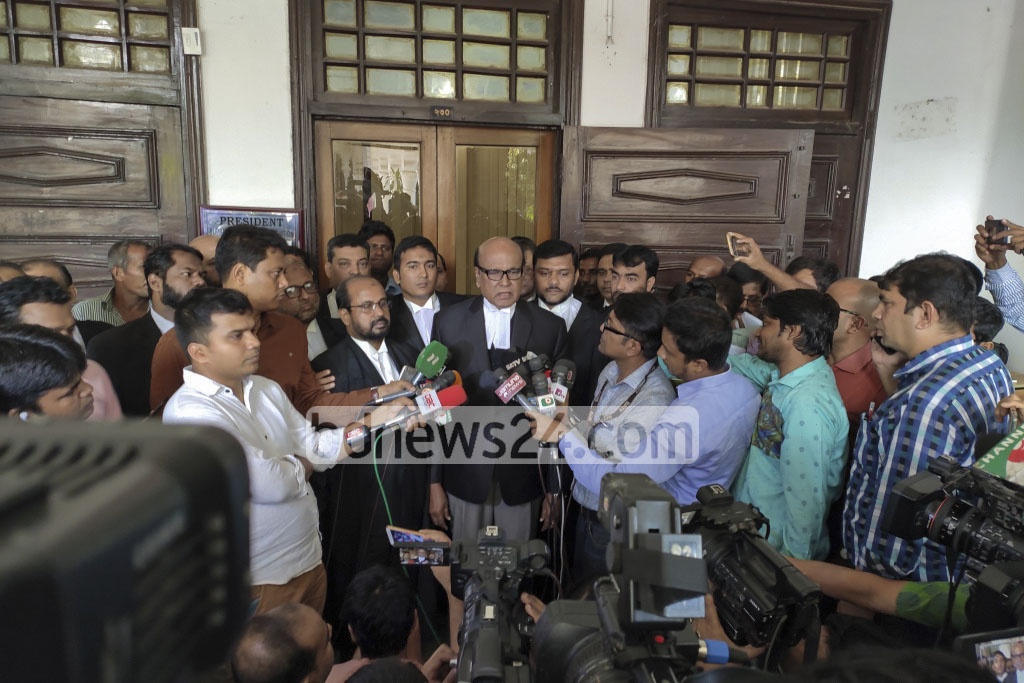 Khandaker Mahbub Hossain briefs reporters after about the Supreme Court's upholding the death sentence against war criminal and former Jamaat-e-Islami leader ATM Azharul Islam on Thursday. Photo: Asif Mahmud Ove