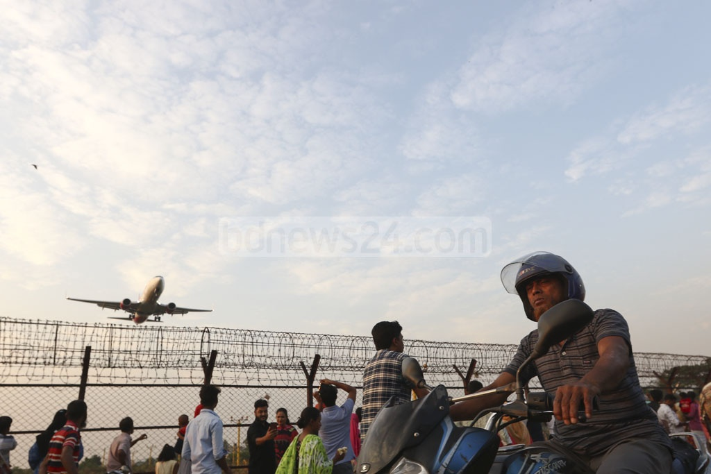 The number of people who come to watch planes fly on Baunia Road in Dhaka's Uttara next to Shahjalal International Airport is growing every day.